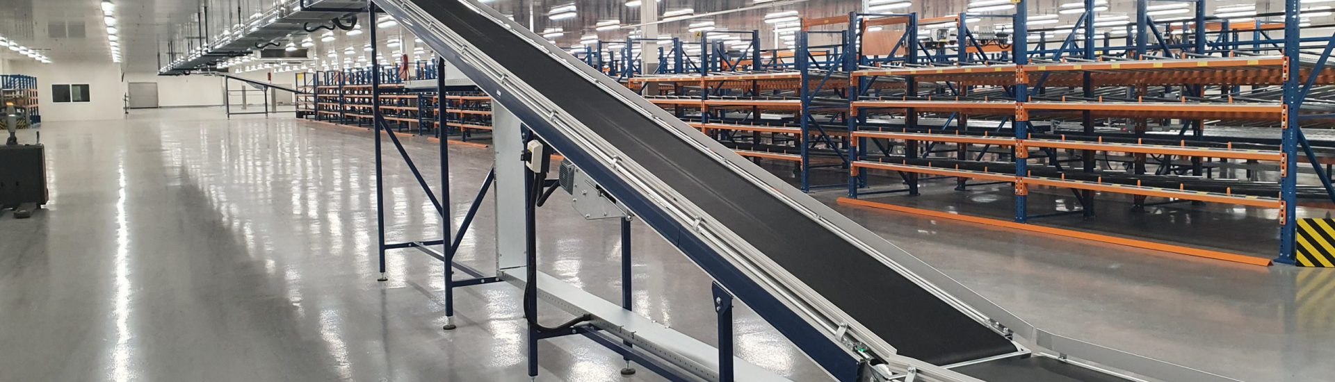 Verticale transportband oplossing