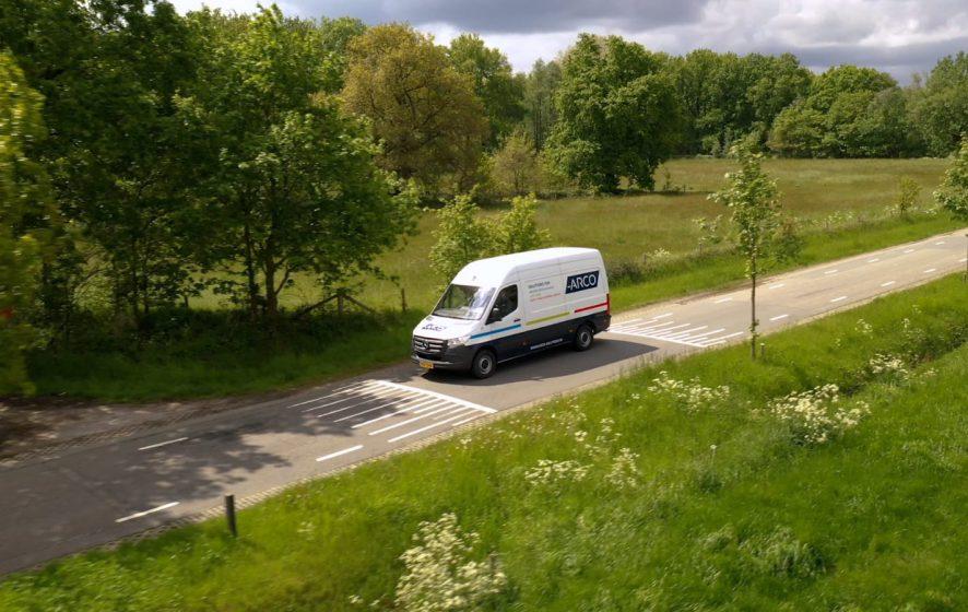 ARCO bedrijfswagen onderweg