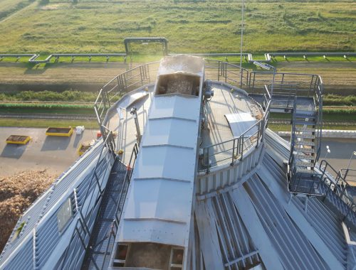 Transportband overdekt in een silo